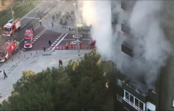 El fuego no ha afectado al resto del inmueble (Foto: @324cat)