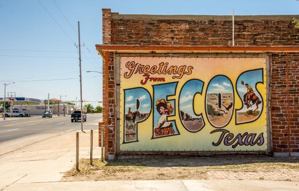 Mural a la entrada de Pecos, Texas / Kent Kanouse