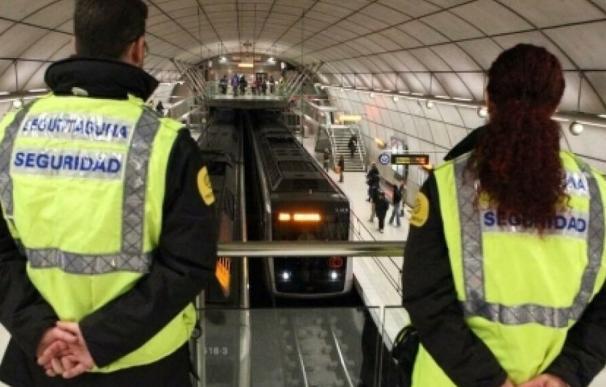 Fotografía vigilantes seguridad en el Metro / EFE