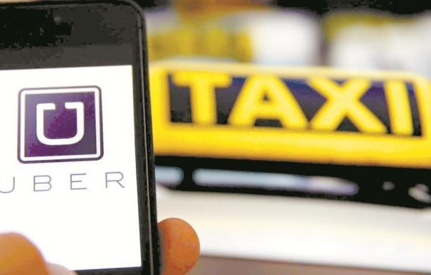Uber y el taxi, un choque pendiente de solución. EFE