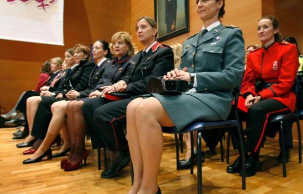 Imagen de funcionarias de Fuerzas de Seguridad / EFE