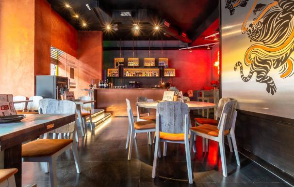 La colorida sala del restaurante © Asia A.S.A.K.O.