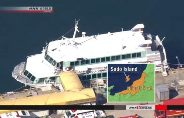 El buque accidentado tras lograr llegar a puerto (Imagen: NHK)