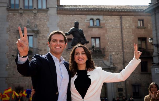 La líder de Ciudadanos en Cataluña, Inés Arrimadas, junto al presidente de Ciudadanos, Albert Rivera (EFE)