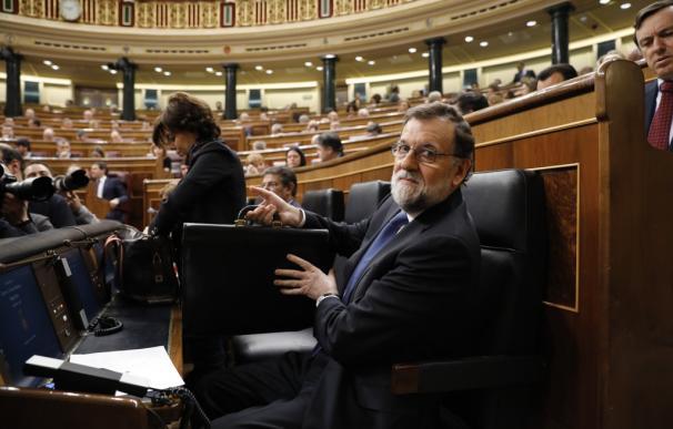 Rajoy sentado en su escaño en el Congreso para el debate sobre las pensiones