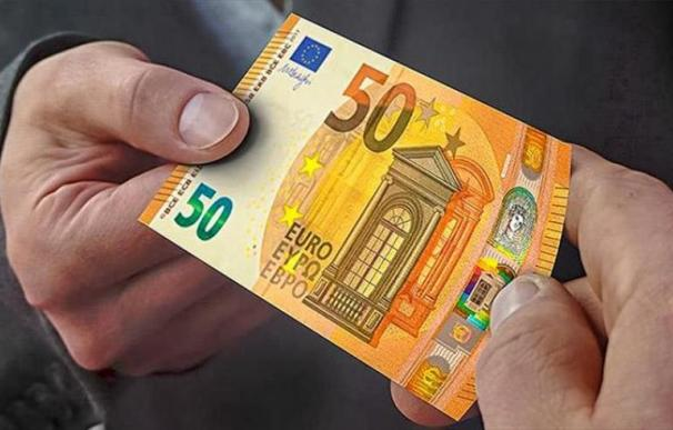Fotografía entrega billete 50 euros / BCE
