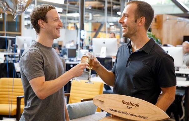 Javier Oliván junto a Zuckerberg