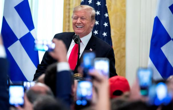 Trump pone su ladrillo al muro: dona su sueldo trimestral a seguridad nacional