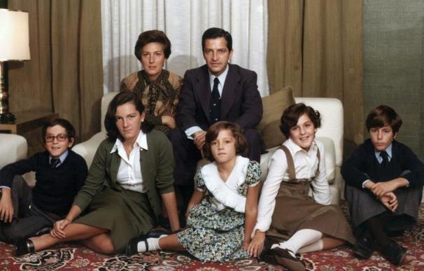 Adolfo Suárez y su mujer Amparo Illana y sus cinco hijos.