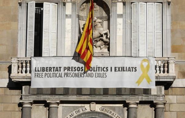Torra sigue con el pulso: se niega a quitar el lazo amarillo de la Generalitat