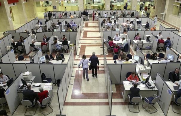 Funcionarios de la Administración pública. EFE
