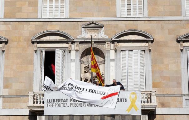 El Govern de la Generalitat cambia el lazo amarillo de su edificio por uno blanco