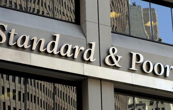 España se queda sin la mejora esperada: S&P mantiene el 'rating' por el 28-A