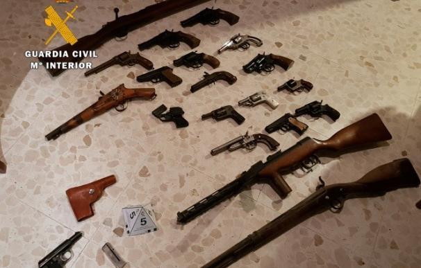 Algunas de las armas incautadas en La Carlota (Foto: Guardia Civil)