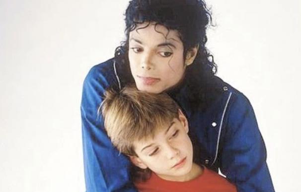Michael Jackson y James Safechuck.