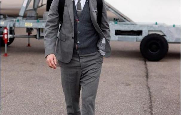 Messi saliendo de su avión.