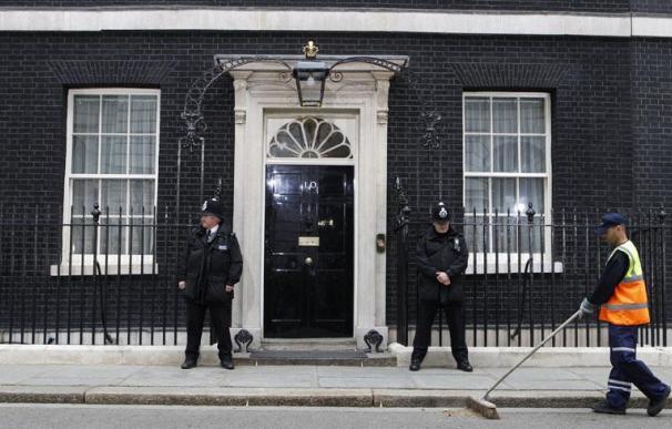 Cameron y su familia pasan su primera noche en Downing Street