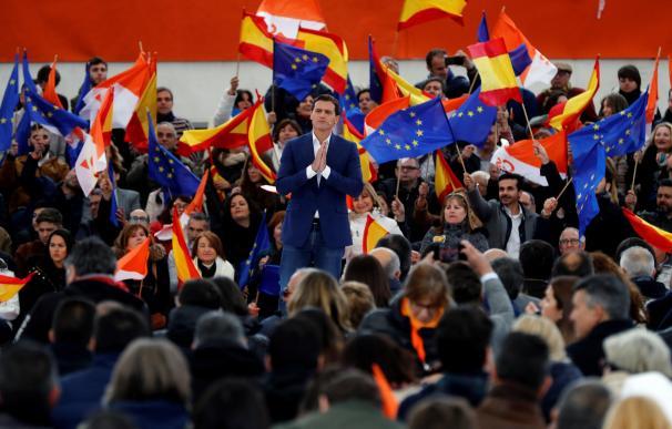 El presidente de Ciudadanos, Albert Rivera, durante su intervención en un acto político celebrado este domingo en la localidad madrileña de Las Rozas. EFE/Juan Carlos Hidalgo