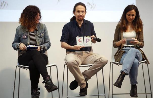 Los principales dirigentes de Podemos, el secretario general del partido y candidato de Unidas Podemos a la presidencia del Gobierno, Pablo Iglesias, Ione Belarra (d), y Sofía Castañón (i) presentan su programa electoral para el 28A.-