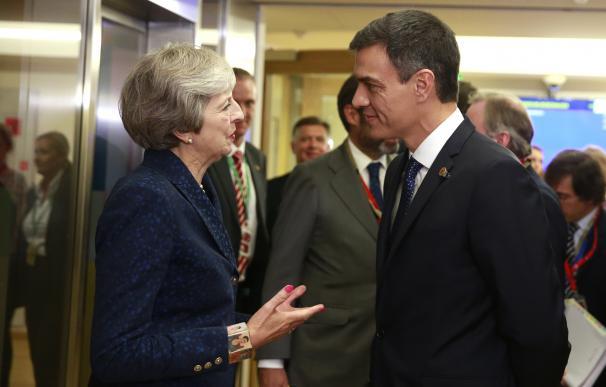 Pedro Sánchez con la primera ministra británica Theresa May