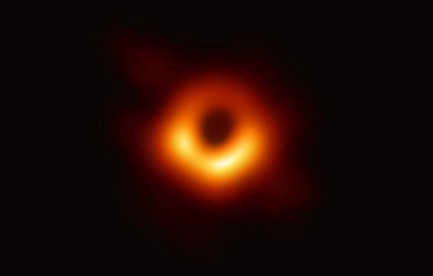 Primera imagen captada de un agujero negro