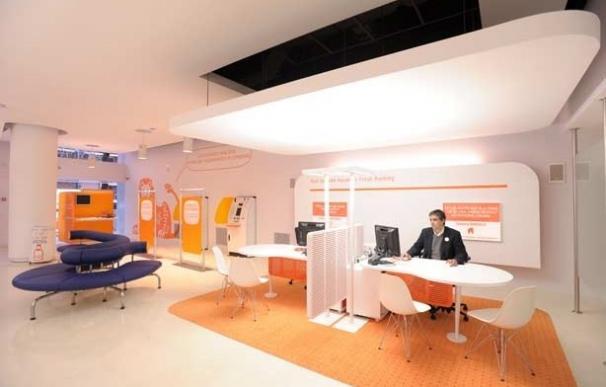 Interior de una Oficina Naranja de ING Direct