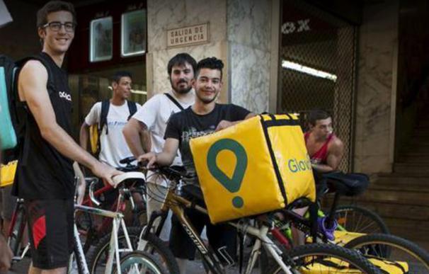 La hostelería abre un cauce para regular a los 'riders' de Uber, Glovo o Deliveroo