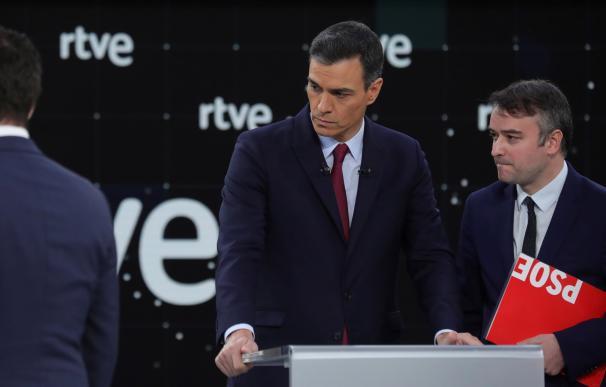 El PSOE saca la artillería con Sánchez en tres actos para 'camuflar' una EPA mala
