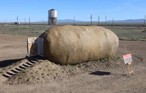 Fotografía de la patata gigante que es hotel en Airbnb.