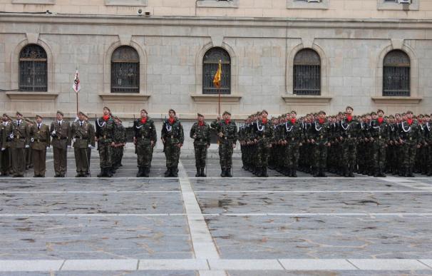 Un informe del Ejército aconseja forzar la salida de soldados y reducir la permanencia para rejuvenecer la tropa