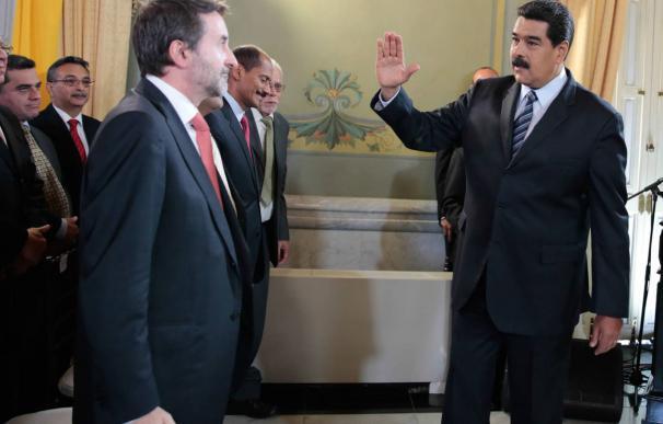 El consejero delegado de Repsol, Josu Jon Imaz, con Nicolás Maduro