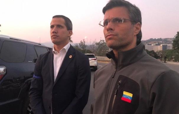 Leopoldo López, junto a Juan Guaidó en la base militar de La Carlota