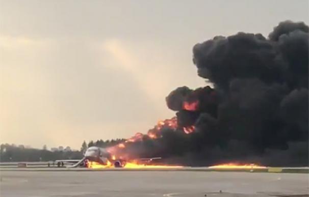 Los pasajeros fueron evacuados rápidamente. /Twitter