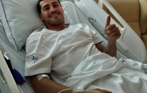 Fotografía de Iker Casillas en el hospital de Oporto.