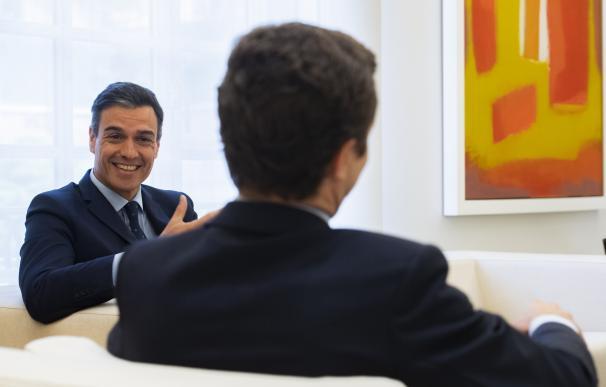 Sánchez y Casado se reúnen por primera vez tras el 28-A