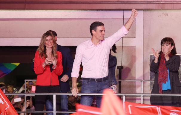 Sánchez marca distancias con los bancos y reduce la deuda del PSOE a 35 millones