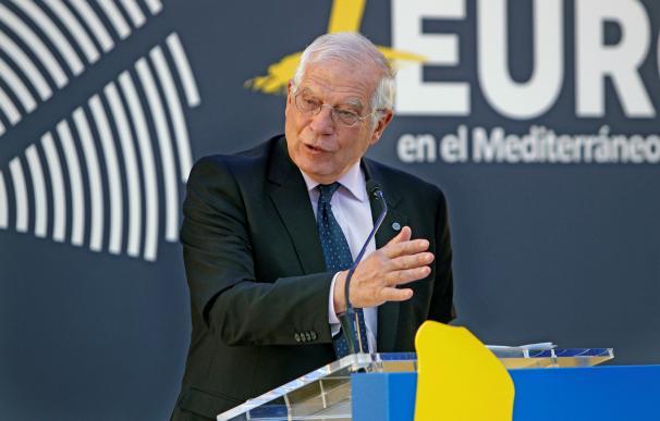 el cabeza de lista de los socialistas, Josep Borrell, durante un acto