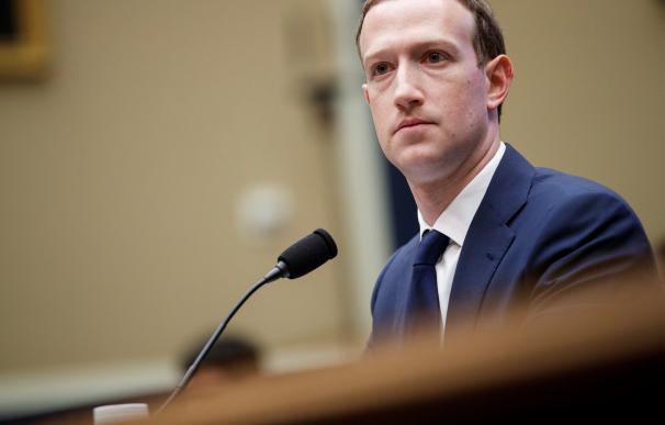 Fotografia Zuckerberg en el Congreso de Estados Unidos
