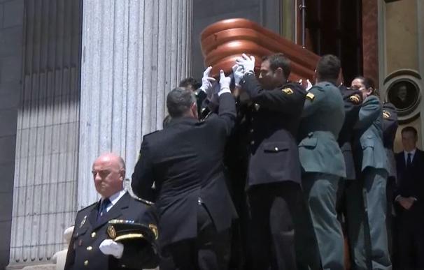Sale del Congreso el féretro de Alfredo Pérez Rubalcaba