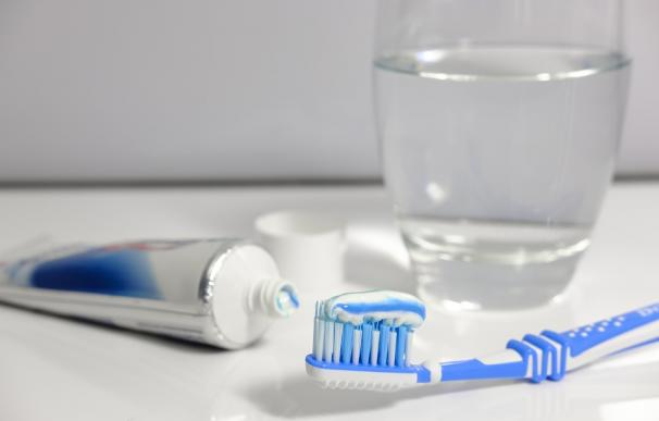 Nitrato de potasio, el principio activo de la pasta de dientes que combate la sensibilidad dental