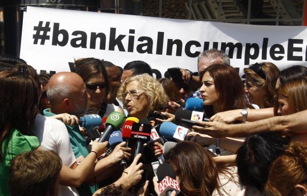 """Carmena ve """"gran afán de escucha"""" en Bankia, pero hablarán de sus pisos vacíos cuando llegue a la Alcaldía"""