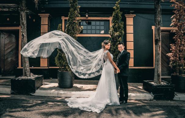 Fotografía de unos recién casados.