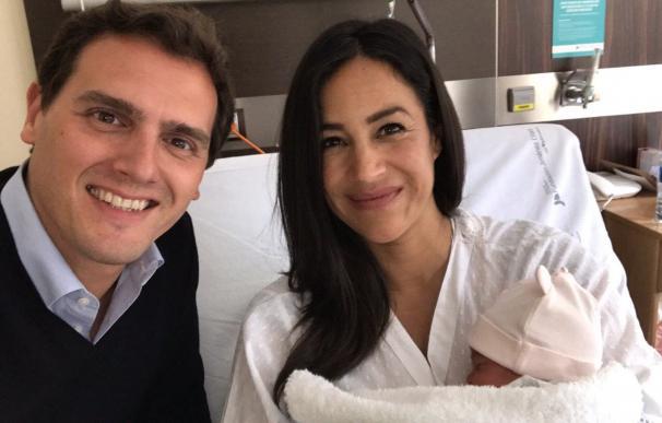 Albert Rivera, Begoña Villacís y la pequeña Inés. /@Albert_Rivera