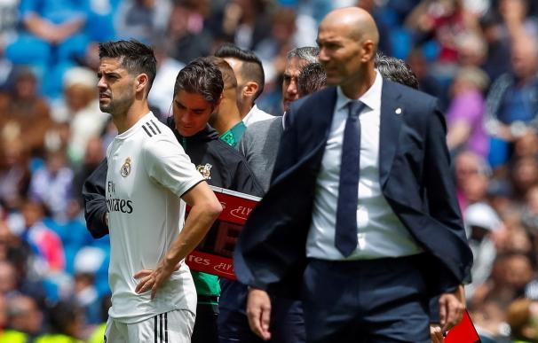 El entrenador del Real Madrid Zinedine Zidane durante el partido ante el Betis en el estadio Santiago Bernabéu. EFE/ Emilio Naranjo