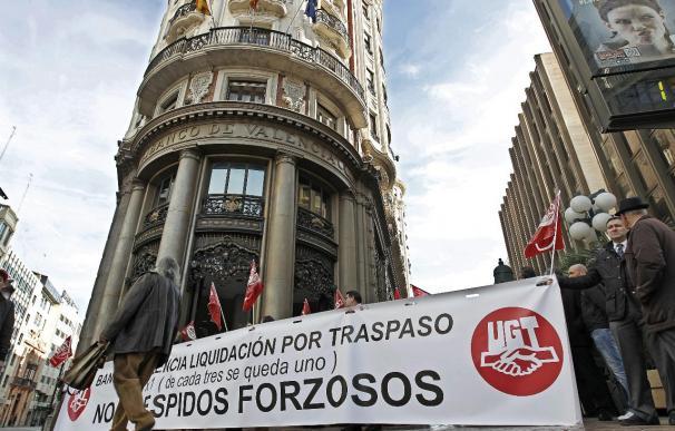 Banco de Valencia y sindicatos acuerdan un ERE para 795 empleados, 233 prejubilados