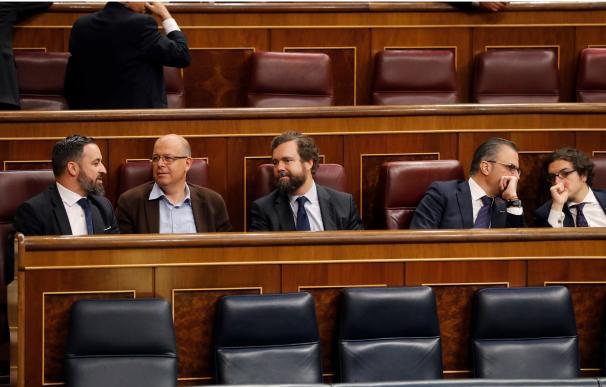 Santiago Abascal, sentado detrás del escaño del presidente del Gobierno. EFE