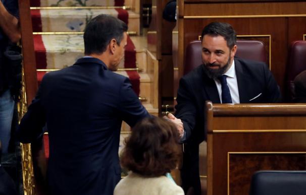 Saludo entre Pedro Sánchez y Santiago Abascal