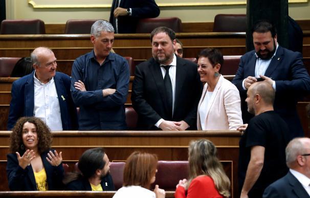 """Los diputados de Esquerra votan nulo con una papeleta en la que pone """"Libertad"""""""