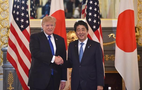 Fotografía de Donald Trump y Shinzo Abe