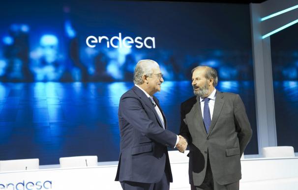 José Bogas (izda), consejero delegado de Endesa, con el nuevo presidente Juan Sánchez-Calero.